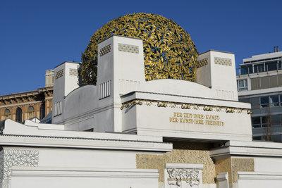 Das schöne Secessionsgebäude zeigt sich in Wien von seiner besten Seite.
