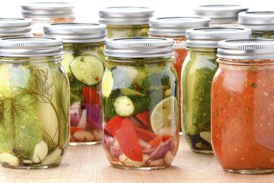 Selbst eingelegtes Gemüse ist eine Alternative zu Konserven.