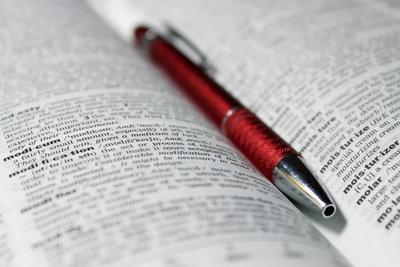 Der Wortschatz einer lebendigen Sprache wird durch Neologismen bereichert.