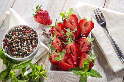 Erdbeeren und Pfeffer sind eine gute Kombination - auch für einen verrückten Kuchen.