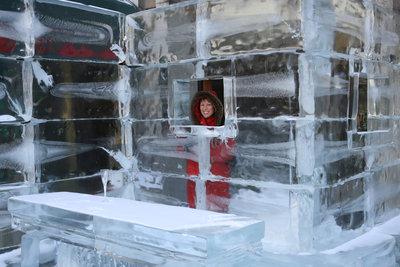 In einer Bar aus Eis oder Schnee macht das Feiern doppelt Spaß.
