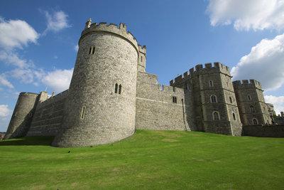 In Stronghold Kingdoms bauen Sie Ihre Burgen individuell aus.