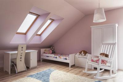 Dachzimmer werden mit stilvollen Farb- und Einrichtungselementen zu gemütlichen Räumen.