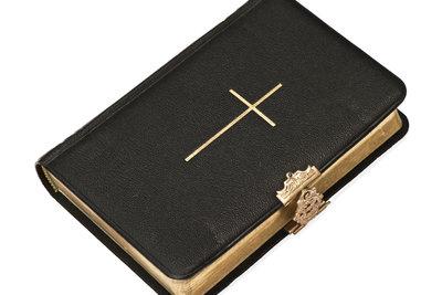 Viele Hinweise auf Blasphemie finden sich in der Bibel und anderen Heiligen Schriften.
