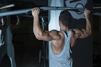 Klimmzüge gelten als die Königsdisziplin der Fitness-Übungen.