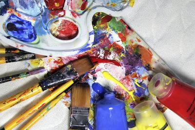 Das Malen auf Leinwand mit Acryl bietet viele Techniken und Möglichkeiten.