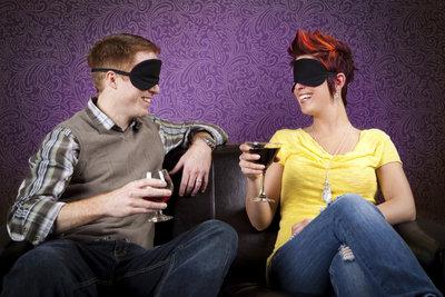 Um eine Party in Schwung zu bringen, sind lustige Spiele gut geeignet.