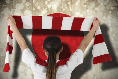 Fanschals zeigen die Zugehörigkeit zum Lieblingsverein.