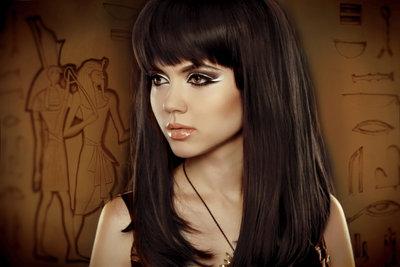 Das schminken von Katzenaugen war schon bei Cleopatra absolut angesagt.
