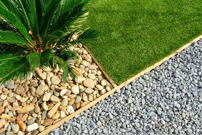 Kies, geometrische Formen und wenige Pflanzen gehören zum modernen Vorgarten.