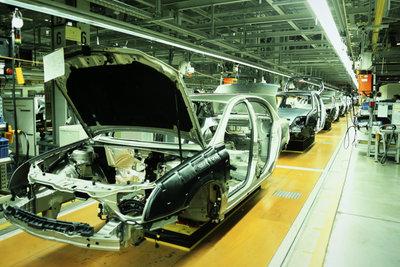 Induktive Näherungsschalter steuern Fließbänder und andere automatische Produktionsprozesse.