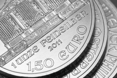 Eine Sammlung von Euro-Silbermünzen wird schnell unübersichtlich.