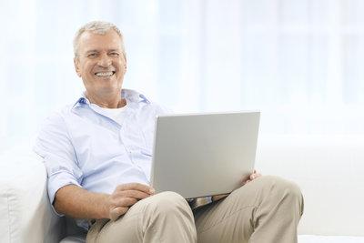Immer mehr ältere Menschen nutzen spezielle Seniorenchat Portale zur Kommunikation.