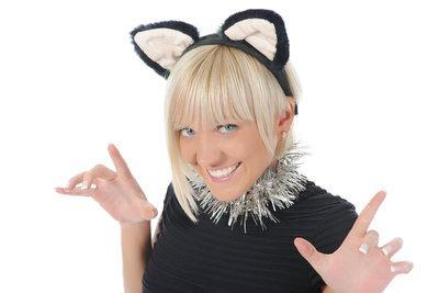 Katzenohren sind das A und O bei einem Katzenkostüm.