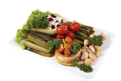 Gemüse und Kräuter lassen sich bei vielen Speisen als Garnitur verwenden.
