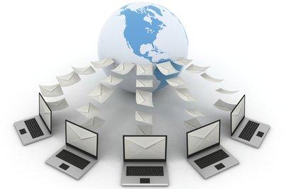 Es ist nur möglich den Eigentümer einer IP-Adresse zu ermitteln, nicht den einzelnen User.