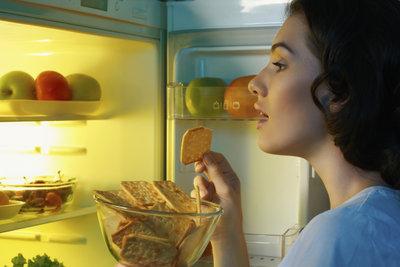 Bei Fressattacken vor der Periode ist der Kühlschrank schneller leer als gedacht.