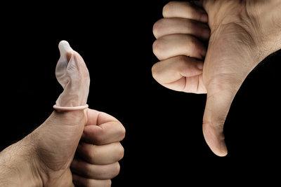 Das Kondom schützt als einzige Verhütungsmethode vor sexuell übertragbaren Krankheiten.