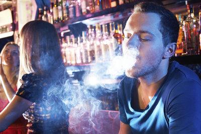 Shisha rauchen erfreut sich großer Beliebtheit.