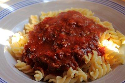 Eine Sauce Bolognese können Sie einfach selbst zubereiten.