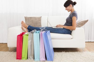 Bei Computeruniverse können Sie bequem online einkaufen.