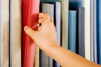 Bücher aufbewahren geht am besten mit Regal.