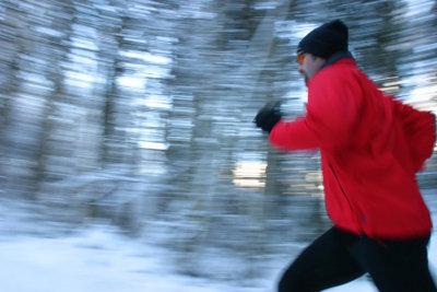 Joggen im Winter bei Kälte stärkt die Abwehr - aber nur, wenn man gut vorbereitet ist.