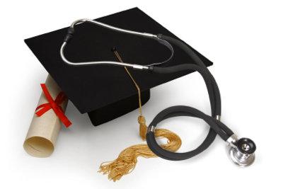 Den Doktortitel zu erwerben ist nicht nur für Mediziner karrierefördernd.