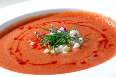 Gazpacho, eine spanische Tomatensuppe: Gaumengenuss und Augenfreude