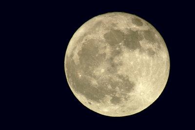 Mondwasser nimmt die Kräfte des Mondes auf und kann vielseitig genutzt werden