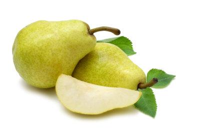 Aus Birnen können Sie mit etwas Zeit und Geduld eigenen, wohlschmeckenden Birnenschnaps herstellen.