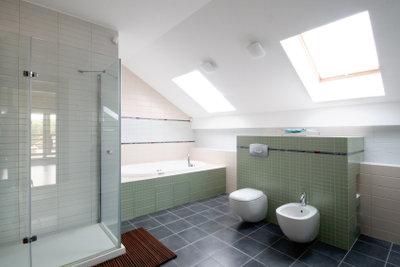 Die Fliesenfarbe hat einen großen Einfluss auf die Atmosphäre im Bad.