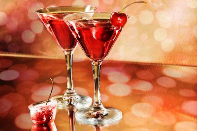 In Kombination mit den richtigen Spirituosen kann man aus Martini leckere Cocktails zubereiten.
