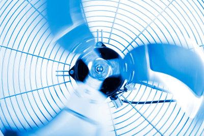 Ventilatoren können das Zimmer kühlen, verbrauchen aber viel Strom.