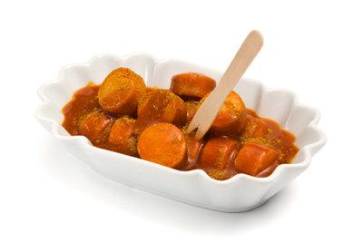 Currywurst ist nicht nur am Imbiss lecker.