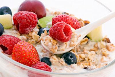 Ein Müsli mit frischen Früchten muss nicht zusätzlich mit Zucker gesüßt werden.