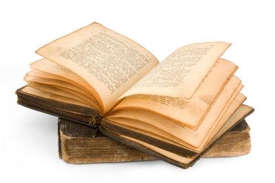 Antiquarische Bücher sind häufig von Stockflecken befallen.