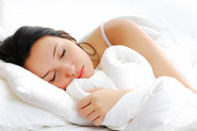Schnelles Einschlafen ist Teil eines gesunden Schlafes.