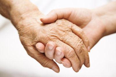 Hand in Hand- Alltagsbegleiter und Senioren verbindet mehr als ein Berufsverhältnis