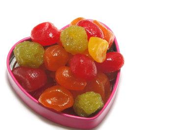 Früchte zu confieren ist langwierig, aber es lohnt sich.