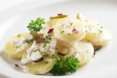 Kartoffelsalat - ein leckeres und schnell zubereitetes Essen.