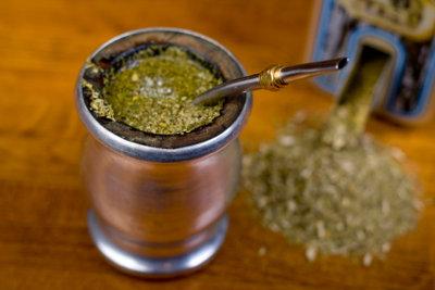 Mate Tee wird traditionell in einer Kalebasse zubereitet.