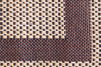 Getrocknete Wasserflecken auf dem Sisalteppich lassen sich nur schwer entfernen.