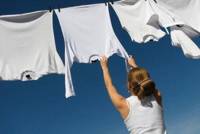 Wie man lästige Kaffeflecken aus einem weißen Pullover entfernt und ihn so wieder strahlen lässt!
