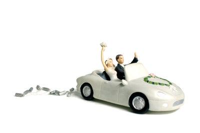 Um auch nach der Hochzeit noch ohne Probleme Auto zu fahren, sollten Sie Ihren Führerschein ändern.