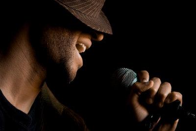 Nicht nur Sänger tun es- auch Sie können Ihre Bauchstimme regelmäßig trainieren.