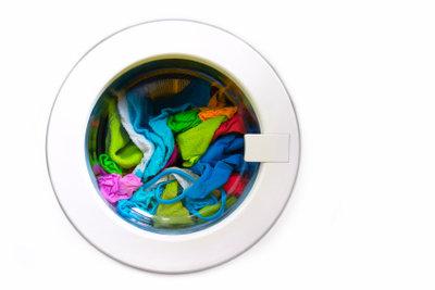 Hängen Sie Ihre Wäsche immer sofort auf, Stockflecken lassen sich kaum wieder entfernen.