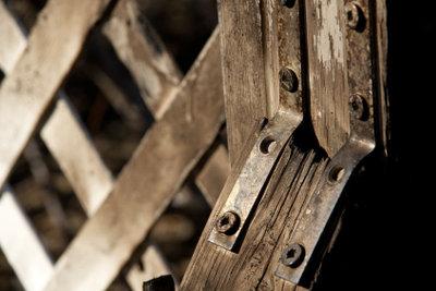 Fest sitzende Schrauben lassen sich oft nur schwer entfernen.