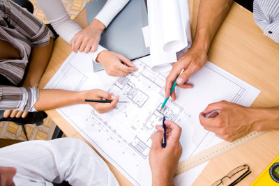 Kreativität fällt in der Gruppe oft leichter. Das gilt auch für kreative Berufe.