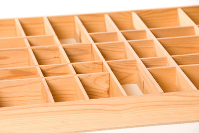 Ein Setzkasten lässt sich mit der richtigen Bauanleitung auch selber bauen.